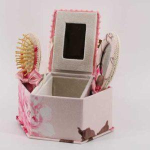 Козметична кутия с аксесоари