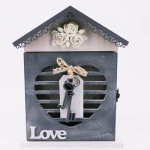 """Кутия за ключове """"Къщичка"""" с надпис Love и ключ"""