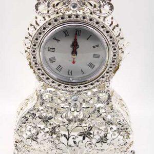 Красив часовник в бароков стил