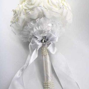Сватбен букет с бели рози