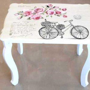 Декоративна маса с флорални мотиви