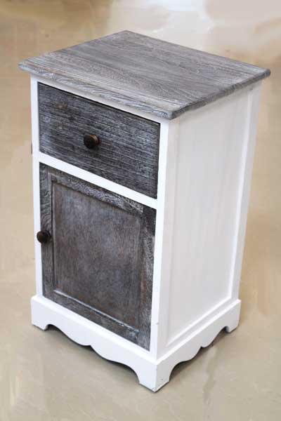 Шкаф в бяло и тъмно сиво