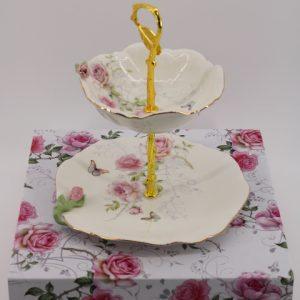 Купички на поднос с 3D цветчета