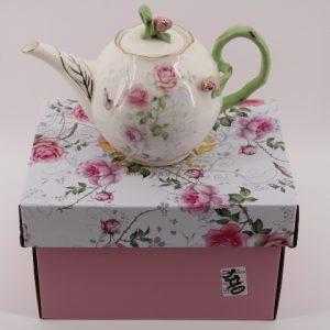 Чайник с капак и 3D цветчета