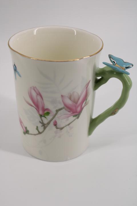Чаши за мляко с пеперуди