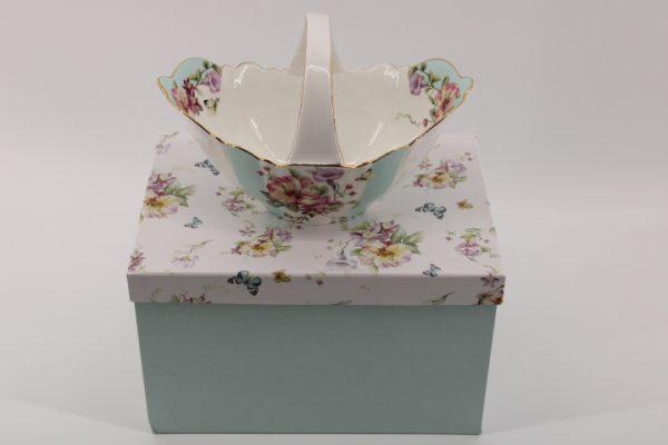 Бонбониера - кошница с цветчета